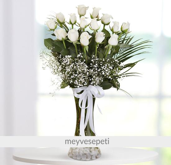 Masumiyetin 15 Beyaz Gülü Çiçek Aranjmanı